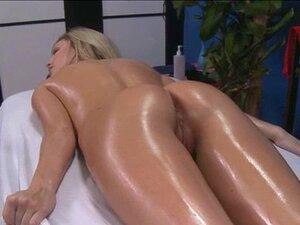 Nackt saftiges bilder gnu Bella Poarch