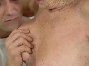 Nenek Ngentot Kontol Besar Panjang video porno & seks dalam ...